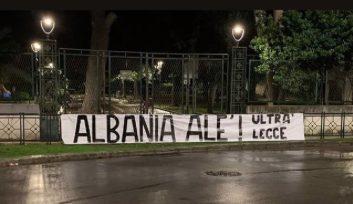 Striscione Albania Até